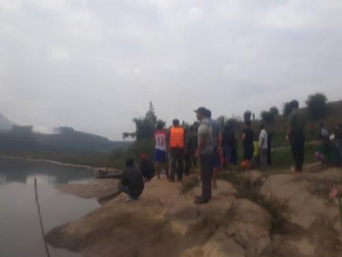 Tìm kiếm 2 trẻ nhỏ mất tích khi chơi cạnh bờ sông Ảnh 1