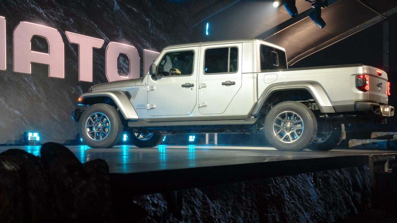 Lạ lẫm với 'lính chiến' bán tải Jeep Gladiator 2020 Ảnh 10