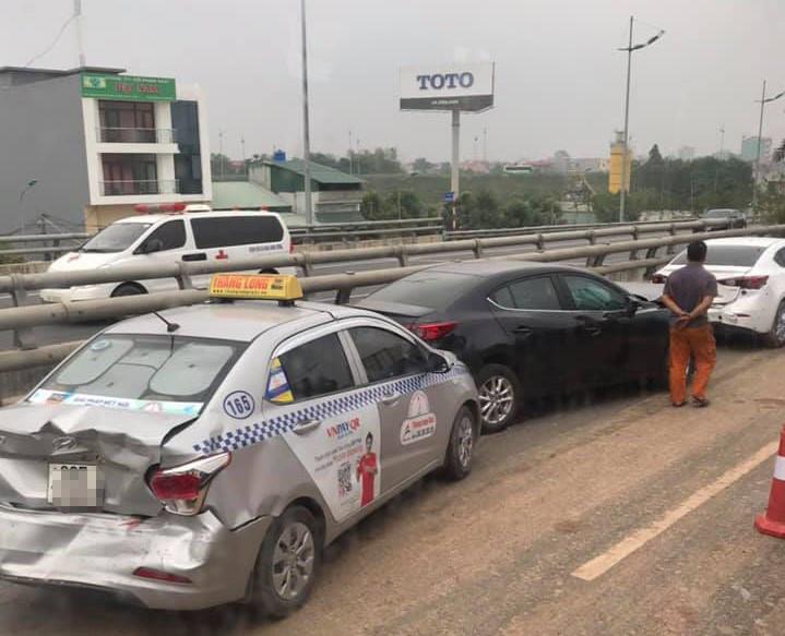 4 ôtô tông liên hoàn trên đường ra sân bay Nội Bài Ảnh 1