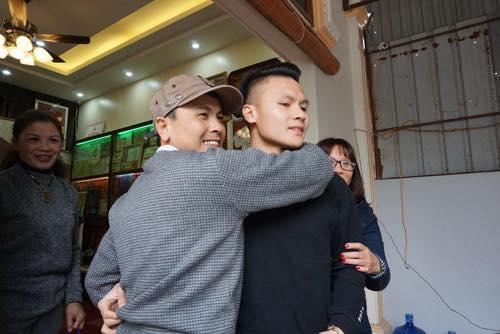 Bữa cơm với những vị khách đặc biệt tại gia đình cầu thủ Quang Hải trước trận lượt về của đội tuyển Việt Nam gặp Philippines Ảnh 2