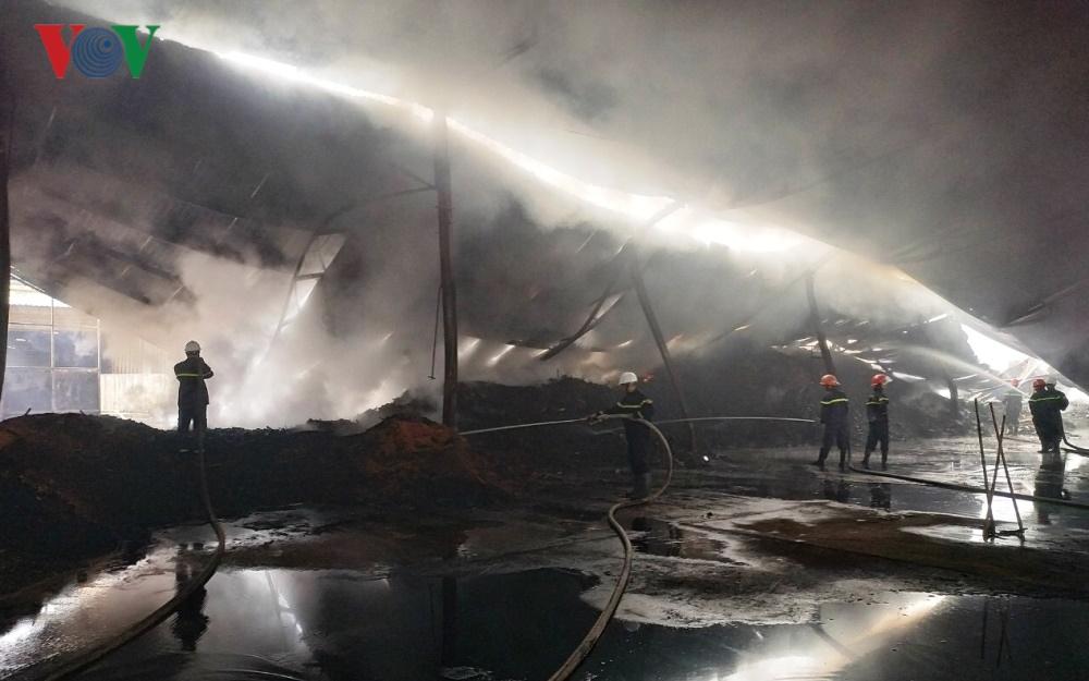 Nhà xưởng chứa 100 tấn viên nén sinh học bị bà hỏa thiêu rụi Ảnh 2