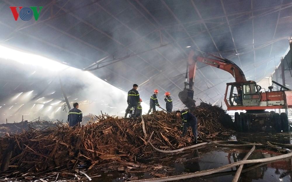 Nhà xưởng chứa 100 tấn viên nén sinh học bị bà hỏa thiêu rụi Ảnh 1