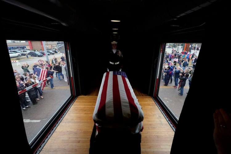 Tại sao di hài cố Tổng thống George H.W. Bush được đưa về nơi an táng bằng tàu hỏa? Ảnh 4