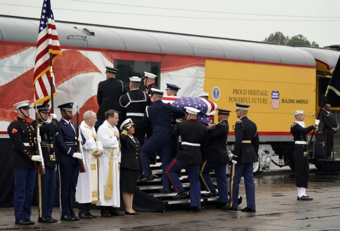 Tại sao di hài cố Tổng thống George H.W. Bush được đưa về nơi an táng bằng tàu hỏa? Ảnh 1