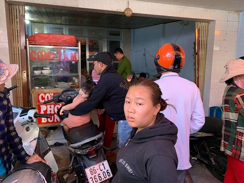 6 thanh niên chặt tay con nợ giữa chợ ở Phan Thiết Ảnh 3