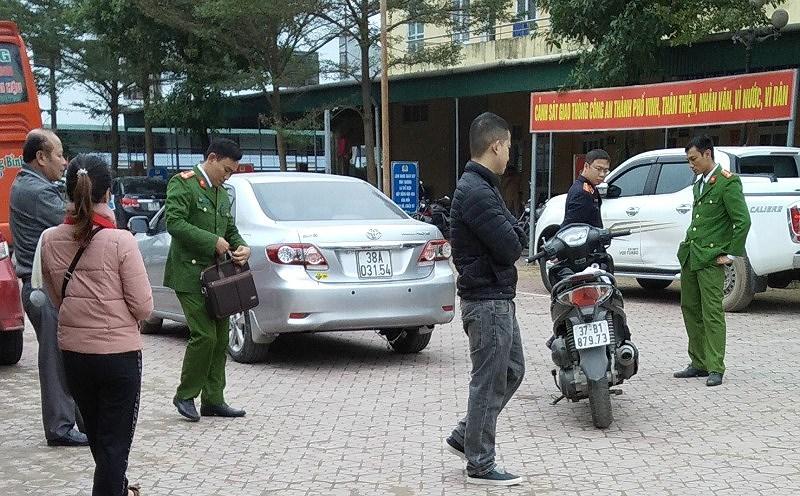 Vụ trung tá quân đội tử vong: Giám định xe hơi của cô giáo Ảnh 2