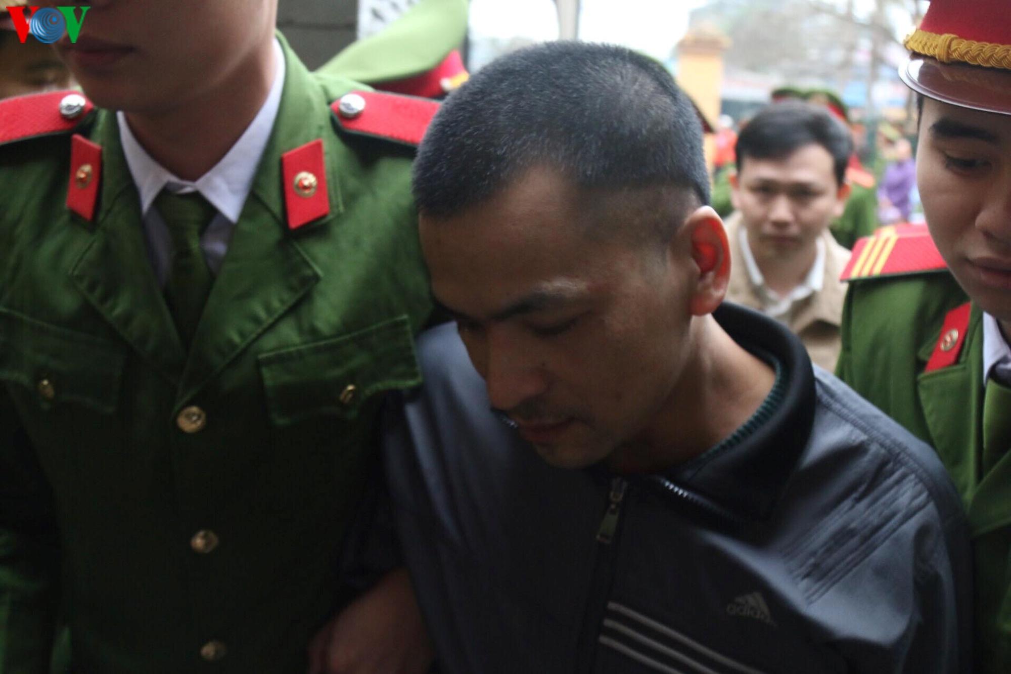 Xét xử vụ chạy thận làm 9 người chết: Bị cáo Hoàng Công Lương vắng mặt Ảnh 5