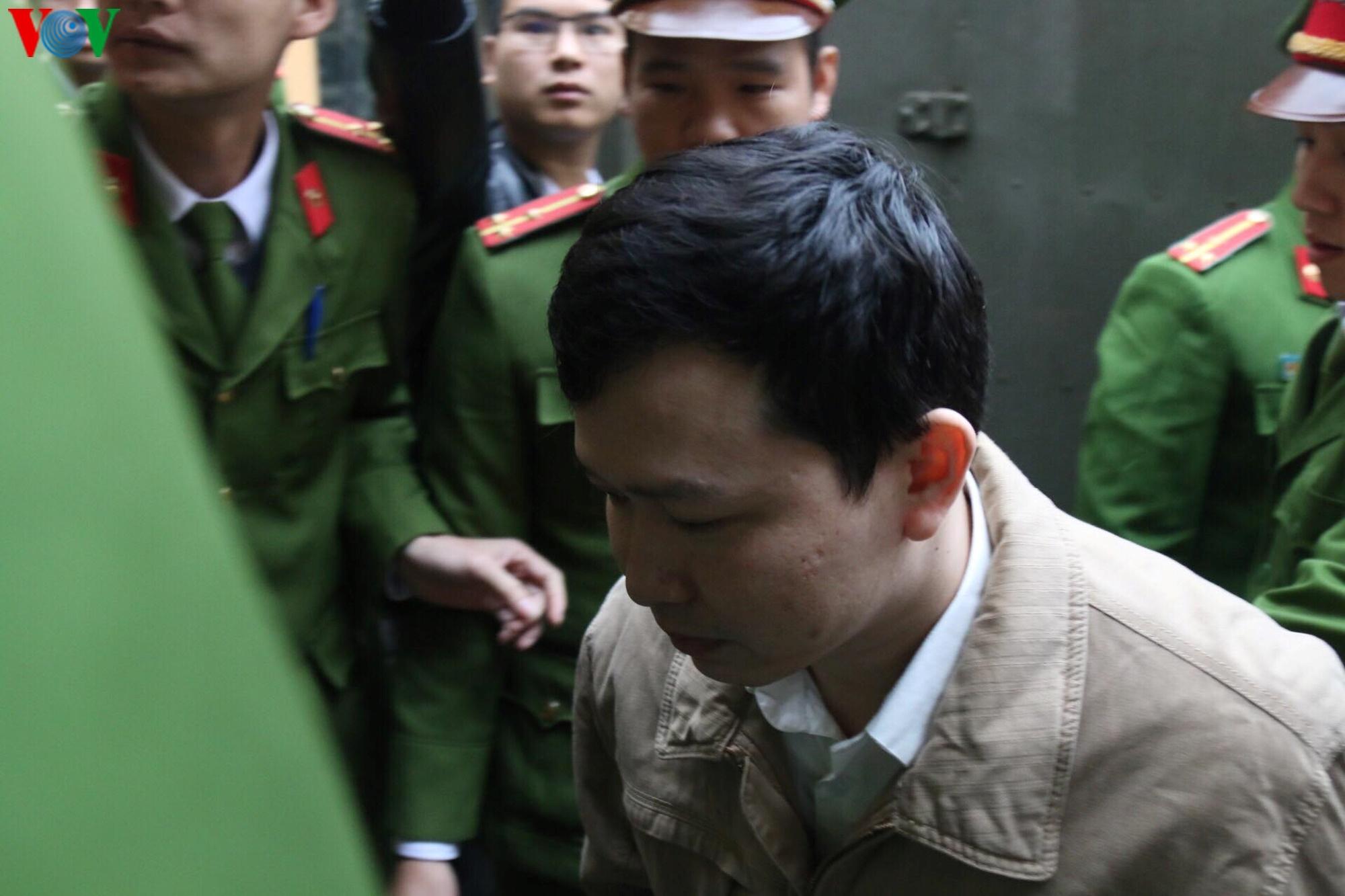 Xét xử vụ chạy thận làm 9 người chết: Bị cáo Hoàng Công Lương vắng mặt Ảnh 6