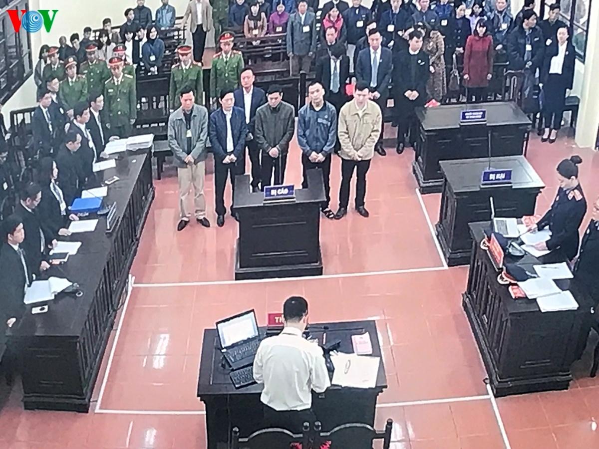 Xét xử vụ chạy thận làm 9 người chết: Bị cáo Hoàng Công Lương vắng mặt Ảnh 7