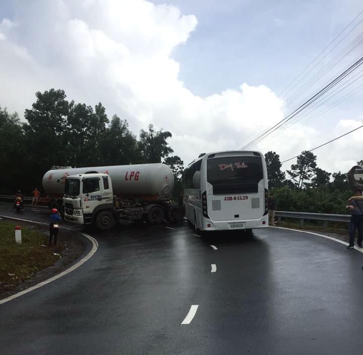 Tai nạn giữa xe bồn chở khí hóa lỏng và xe khách trên đèo Hải Vân Ảnh 2
