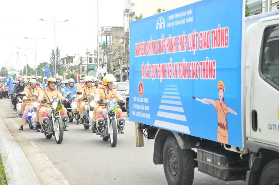 Quảng Ngãi: Lễ ra quân tuyên truyền hưởng ứng năm an toàn giao thông Ảnh 1