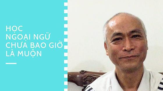 Người đàn ông gần 60 tuổi học tiếng Anh để đi du lịch nước ngoài không lạc đường ảnh 1