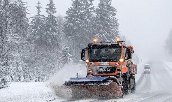 Mùa đông khắc nghiệt với tuyết rơi dày ở nhiều nơi trên thế giới Ảnh 1