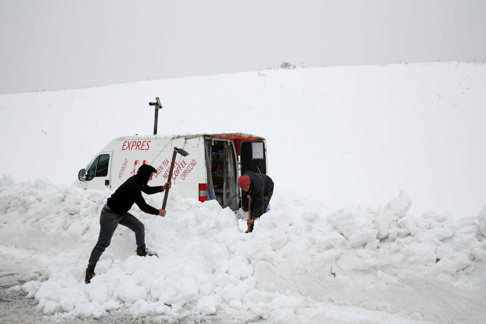 Mùa đông khắc nghiệt với tuyết rơi dày ở nhiều nơi trên thế giới Ảnh 10