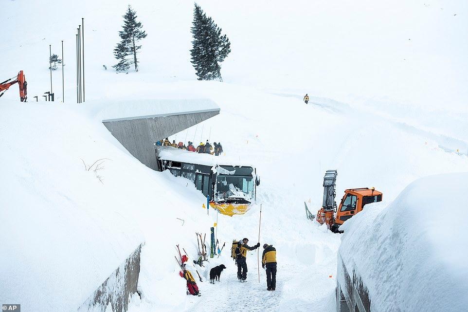Mùa đông khắc nghiệt với tuyết rơi dày ở nhiều nơi trên thế giới Ảnh 3
