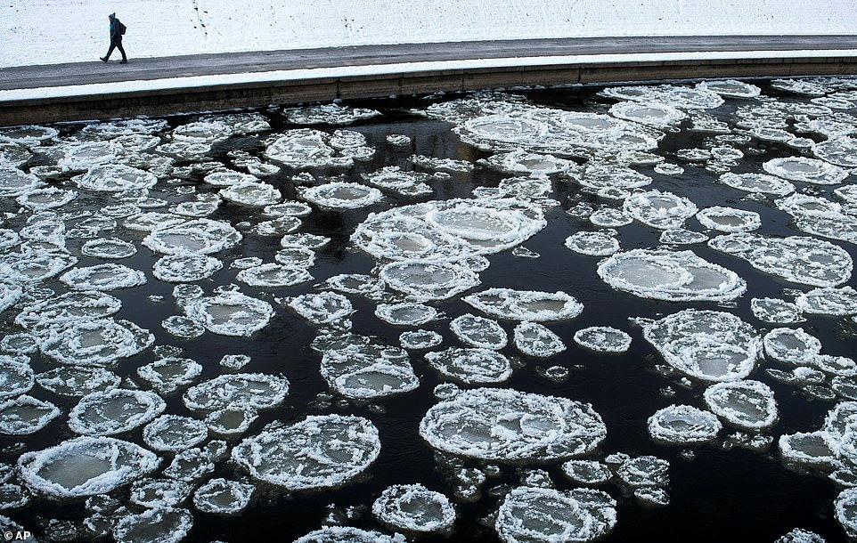Mùa đông khắc nghiệt với tuyết rơi dày ở nhiều nơi trên thế giới Ảnh 17