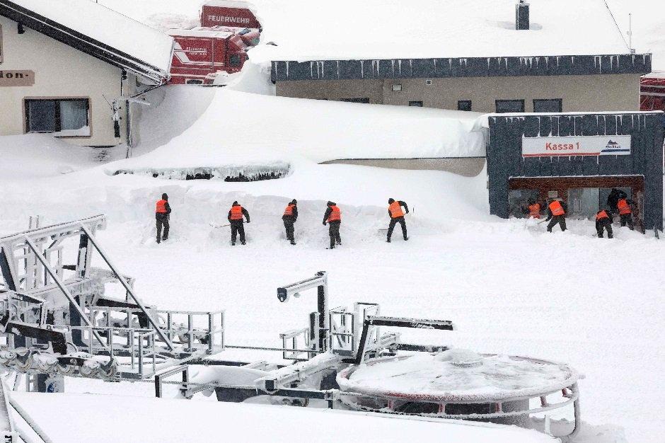 Mùa đông khắc nghiệt với tuyết rơi dày ở nhiều nơi trên thế giới Ảnh 12