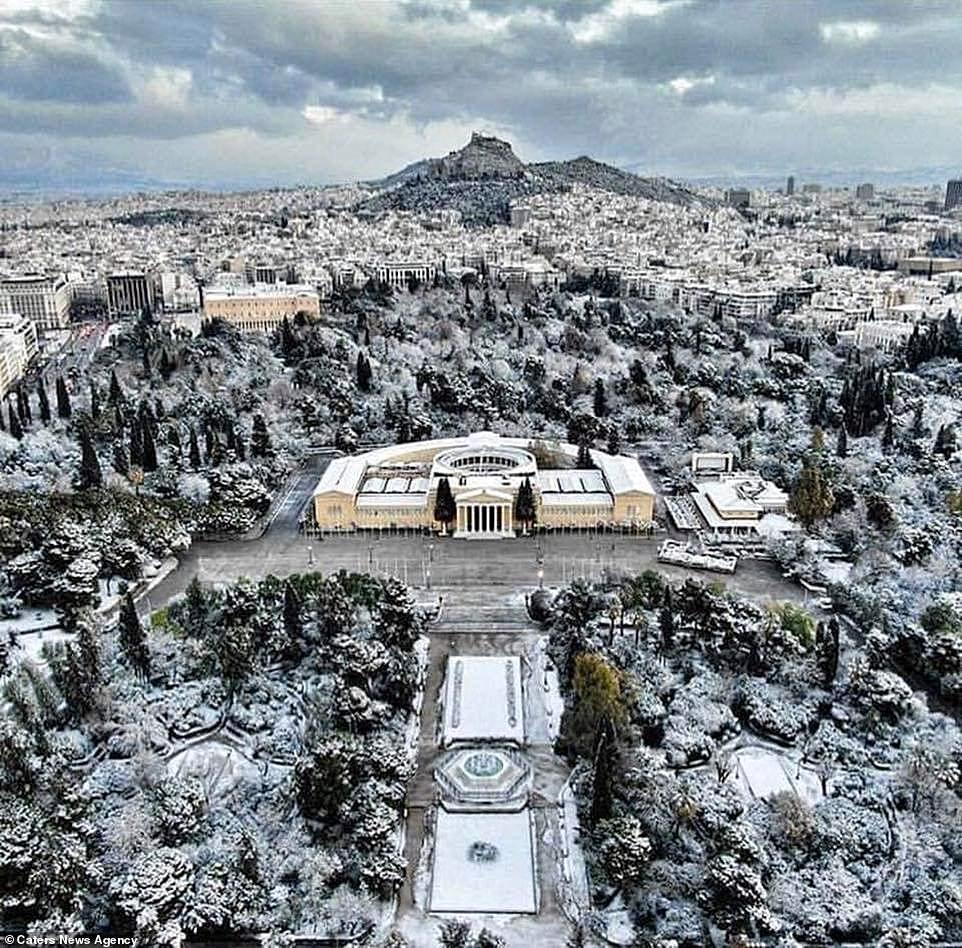 Mùa đông khắc nghiệt với tuyết rơi dày ở nhiều nơi trên thế giới Ảnh 15