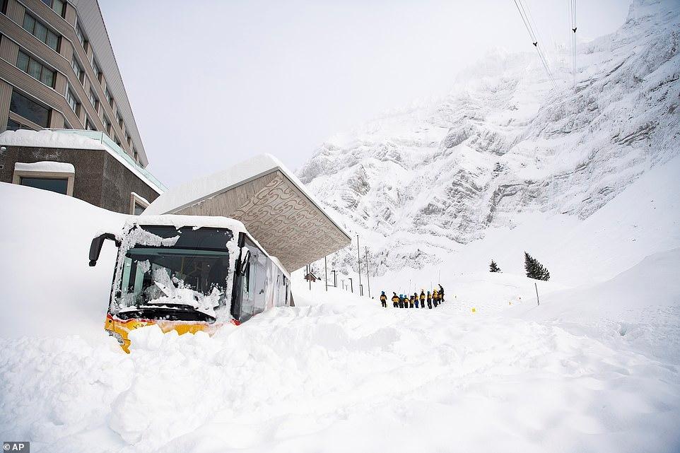 Mùa đông khắc nghiệt với tuyết rơi dày ở nhiều nơi trên thế giới Ảnh 2