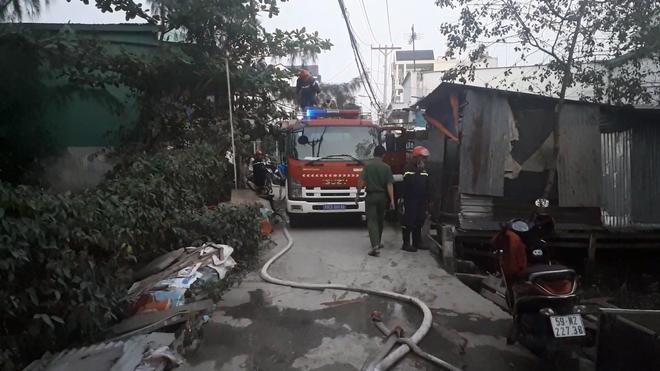 TP. HCM: Căn nhà tại cơ sở câu cá bốc cháy, nhiều cần thủ bỏ chạy tán loạn Ảnh 4
