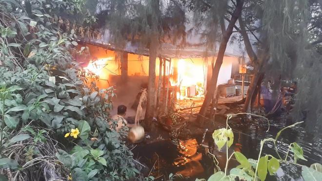 TP. HCM: Căn nhà tại cơ sở câu cá bốc cháy, nhiều cần thủ bỏ chạy tán loạn Ảnh 1