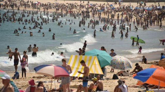 Australia nóng kỷ lục gần 50 độ C, nhựa đường tan chảy Ảnh 1