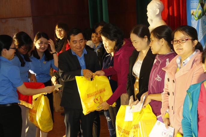 Tết sum vầy ấm áp, hơn 3,5 tỉ đồng đến với công nhân Quảng Nam Ảnh 4