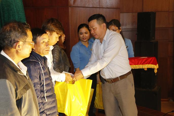 Tết sum vầy ấm áp, hơn 3,5 tỉ đồng đến với công nhân Quảng Nam Ảnh 6