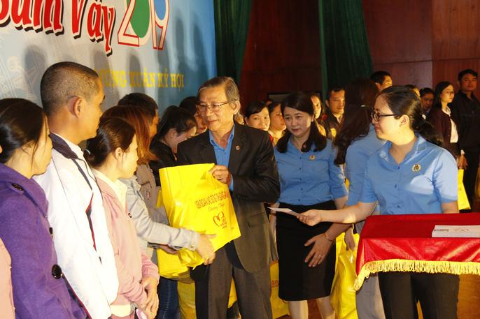 Tết sum vầy ấm áp, hơn 3,5 tỉ đồng đến với công nhân Quảng Nam Ảnh 5