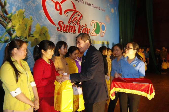 Tết sum vầy ấm áp, hơn 3,5 tỉ đồng đến với công nhân Quảng Nam Ảnh 2