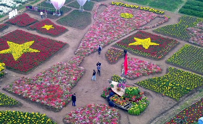 Chiêm ngưỡng 'cúp vô địch' bằng hoa khổng lồ cổ vũ ĐT Việt Nam tại Asian Cup Ảnh 2