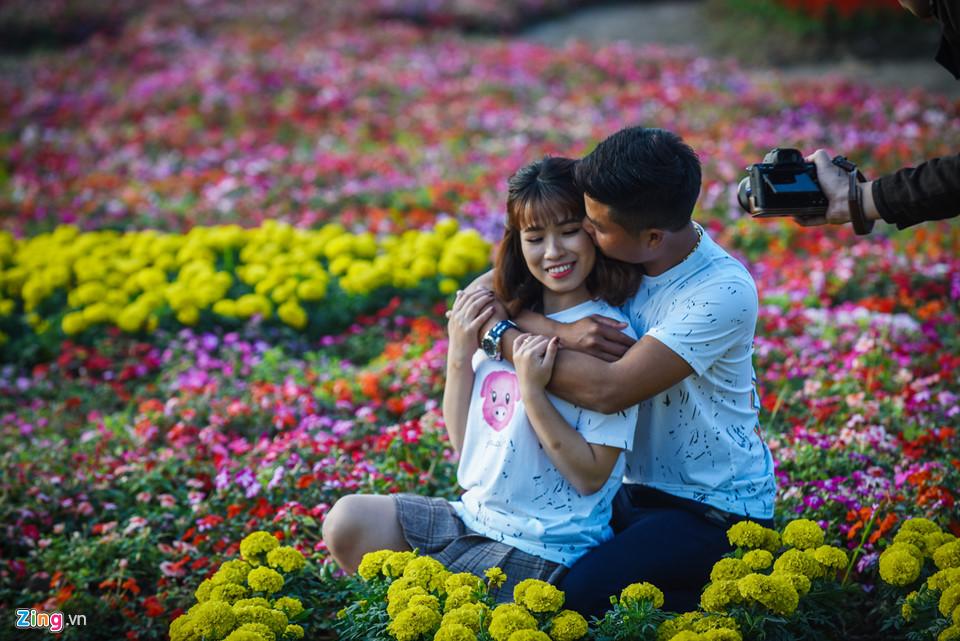 Chiêm ngưỡng 'cúp vô địch' bằng hoa khổng lồ cổ vũ ĐT Việt Nam tại Asian Cup Ảnh 6