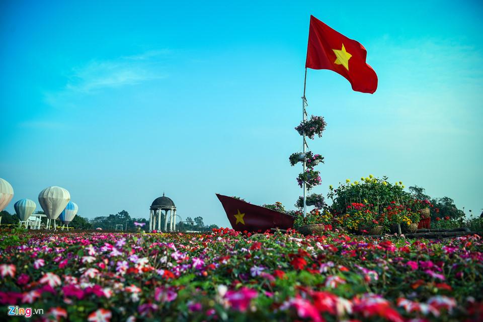 Chiêm ngưỡng 'cúp vô địch' bằng hoa khổng lồ cổ vũ ĐT Việt Nam tại Asian Cup Ảnh 3