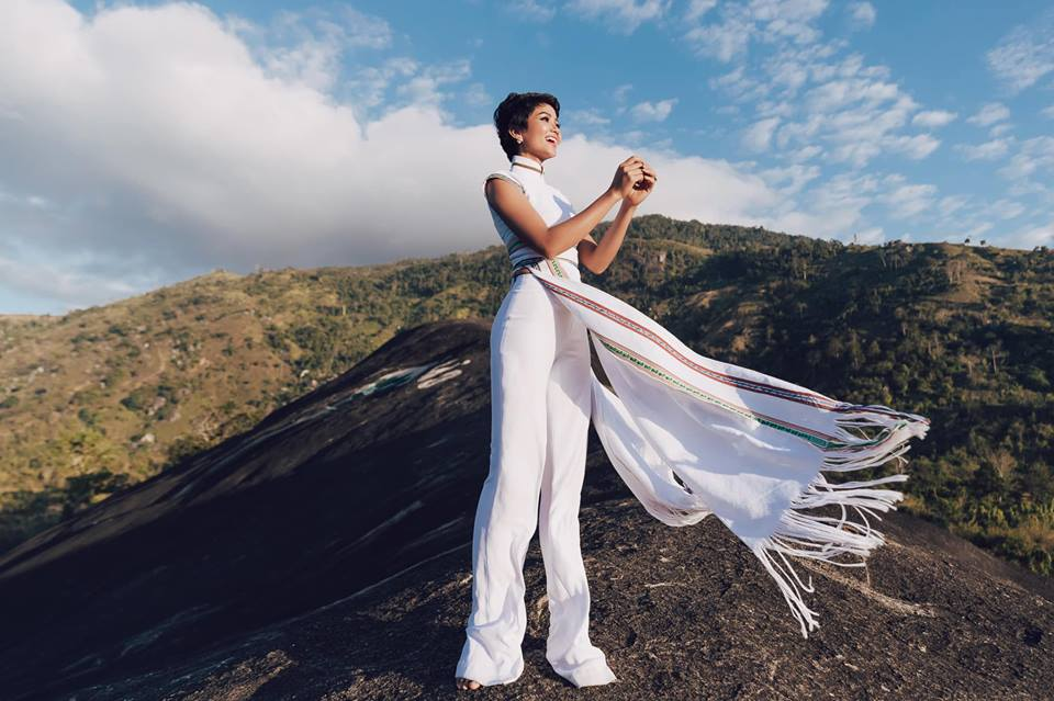 H'Hen Niê diện lại chiếc áo dài thổ cẩm từng 'càn quét' ở Miss Universe để du Xuân Ảnh 9