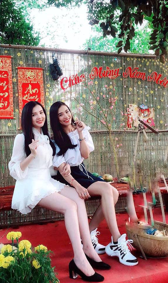 H'Hen Niê mặc áo dài thổ cẩm đi du Xuân giữa đại ngàn Tây Nguyên Ảnh 9
