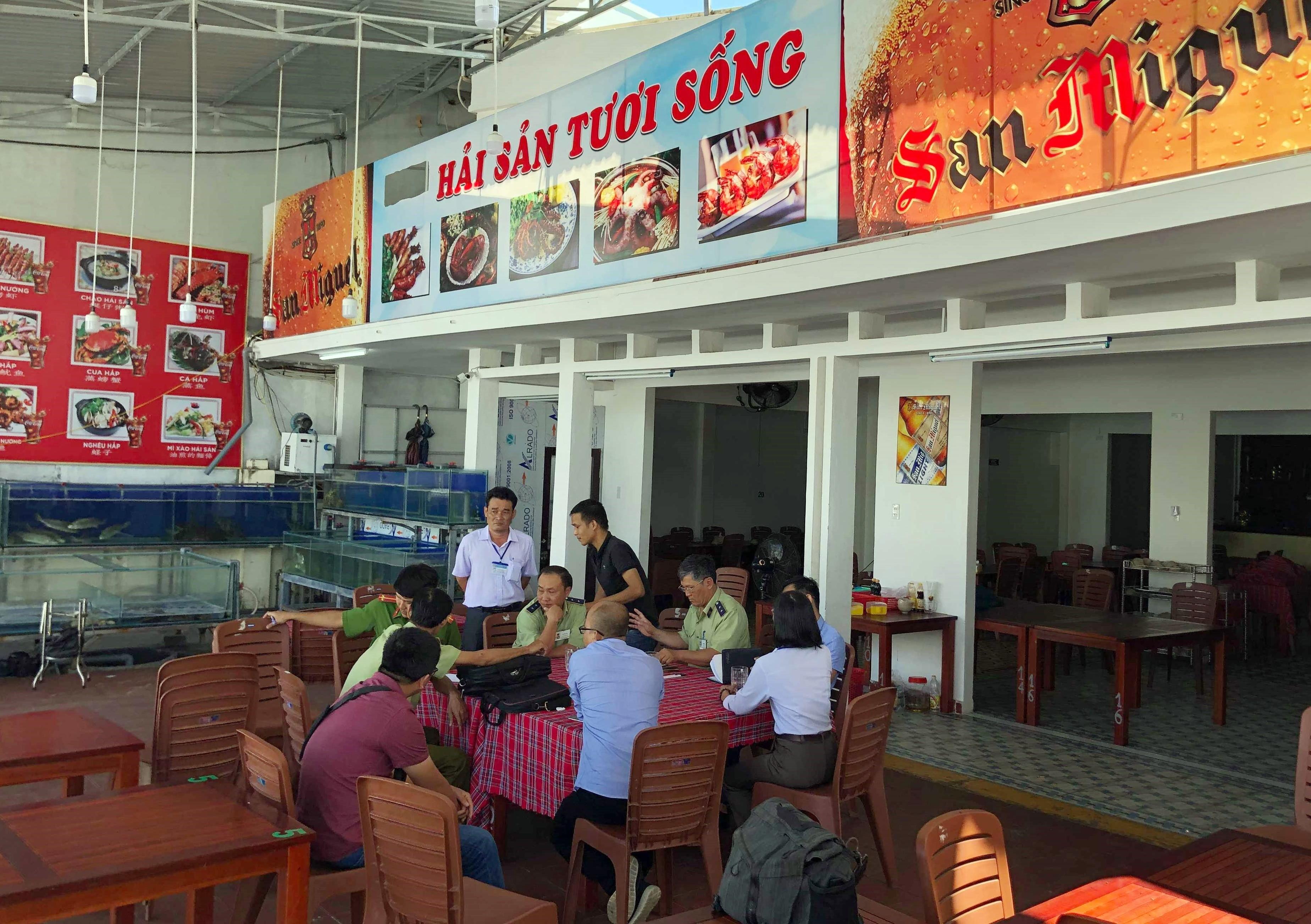 Nhiều nhà hàng tại Nha Trang bị tố 'chặt chém' dịp Tết Ảnh 2