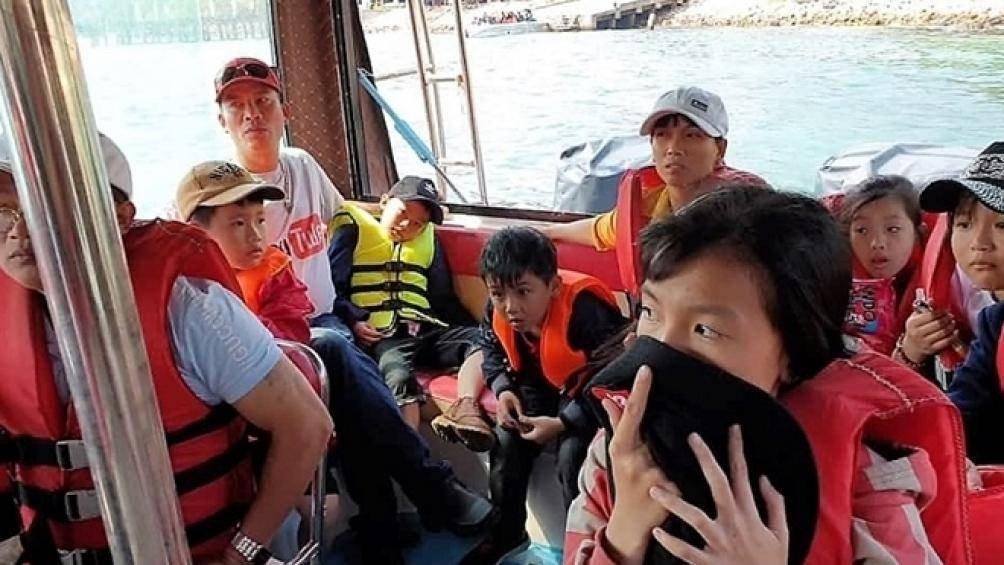 Tạm đình chỉ tàu cao tốc 'hành xác' du khách từ Cù Lao Chàm về đất liền ảnh 1