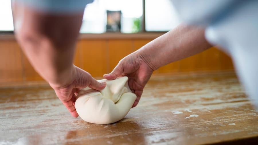 Ăn, ngủ và học làm mì udon ngay trong tiệm tại Nhật Bản Ảnh 8