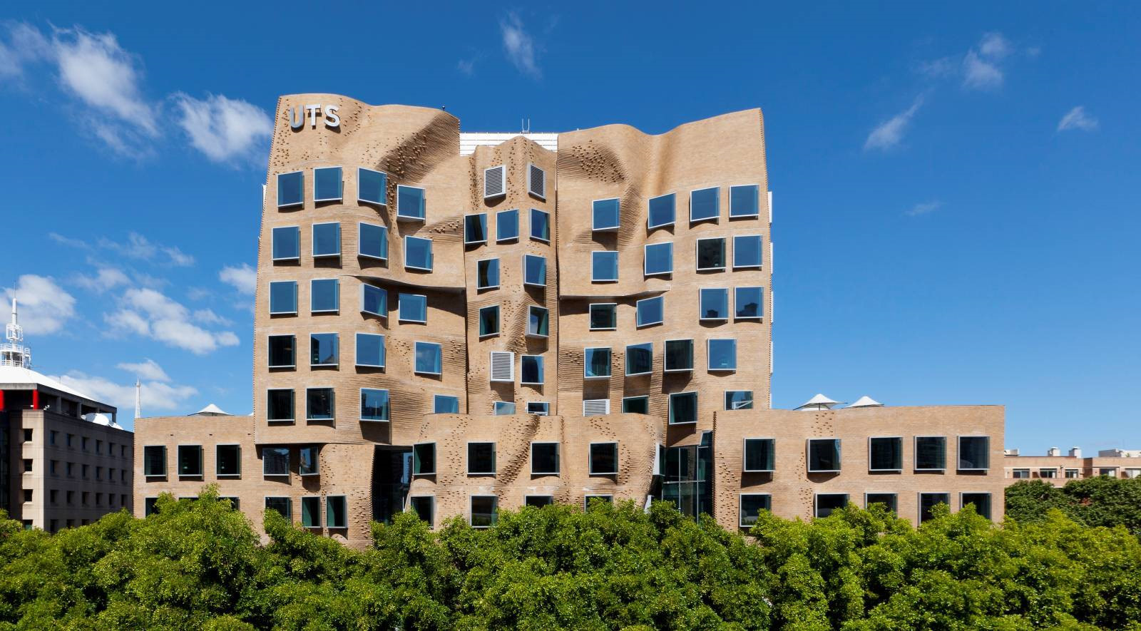10 tòa nhà méo mó, vặn vẹo như chỉ có trong phim viễn tưởng Ảnh 7