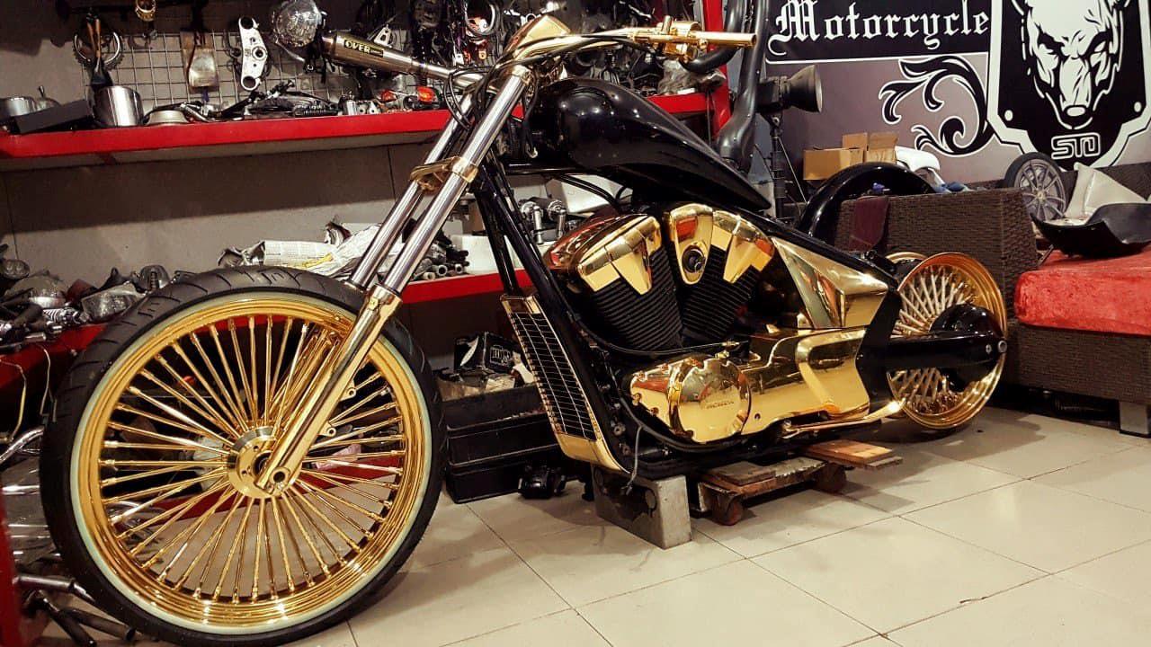 Bộ sưu tập môtô mạ vàng hàng độc trị giá hơn 7 tỷ đồng tại Việt Nam Ảnh 3