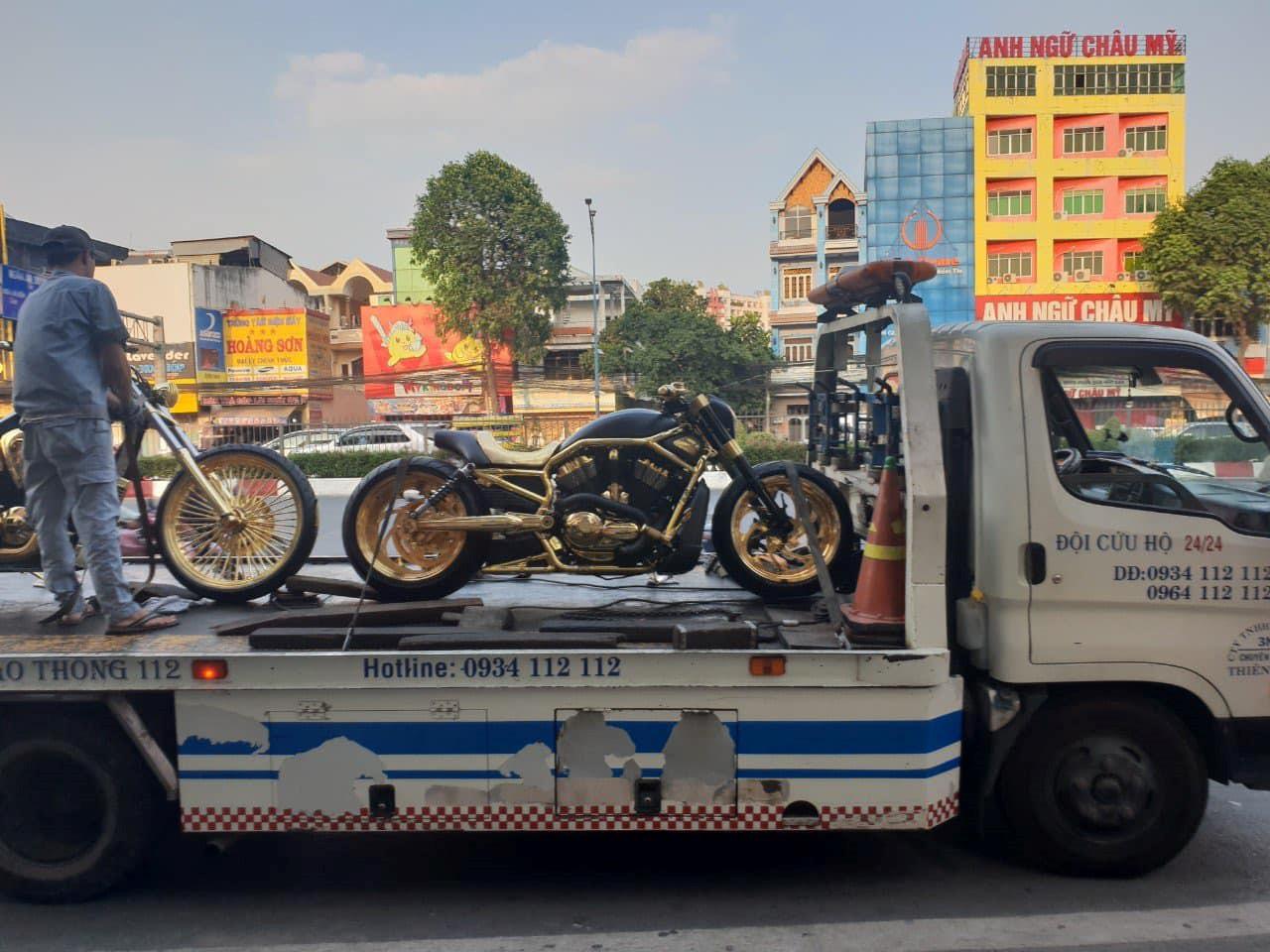 Bộ sưu tập môtô mạ vàng hàng độc trị giá hơn 7 tỷ đồng tại Việt Nam Ảnh 4