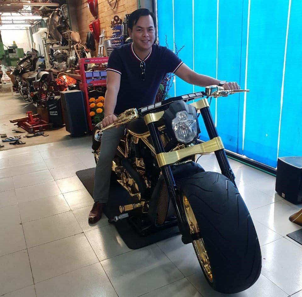 Bộ sưu tập môtô mạ vàng hàng độc trị giá hơn 7 tỷ đồng tại Việt Nam Ảnh 1
