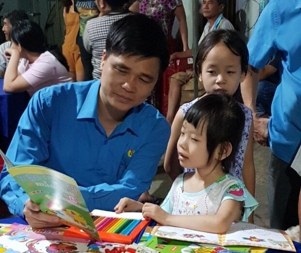 Cán bộ cơ quan Tổng LĐLĐVN chung tay vì bé Thảo Lam Ảnh 2