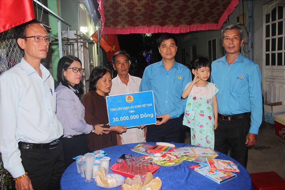 Cán bộ cơ quan Tổng LĐLĐVN chung tay vì bé Thảo Lam Ảnh 1
