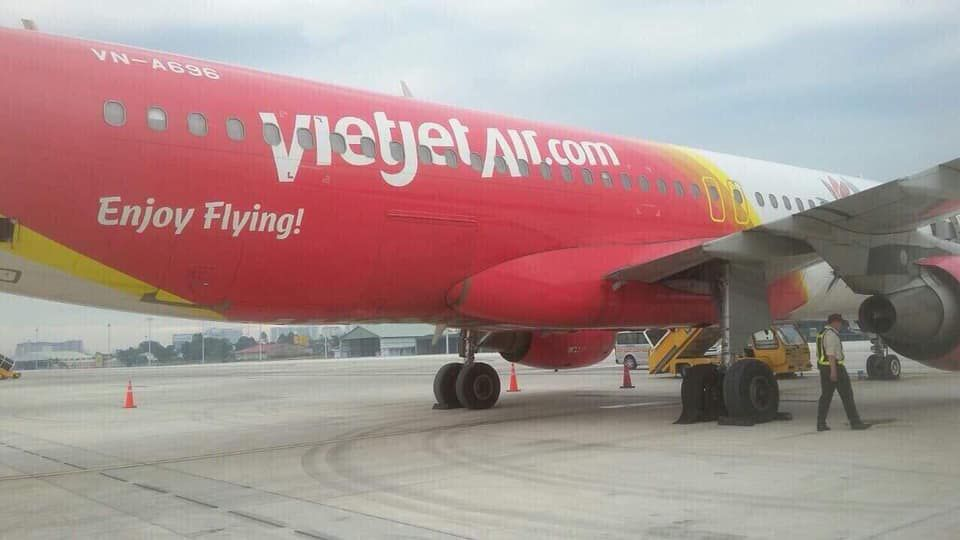 Máy bay VietJet nổ lốp ở sân bay Tân Sơn Nhất Ảnh 2