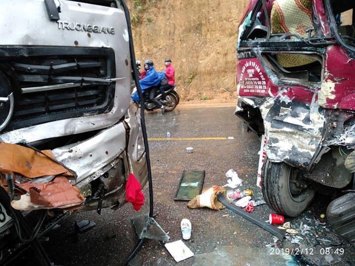 Xe khách 24 chỗ đâm trực diện xe tải, ít nhất 5 người bị thương Ảnh 3