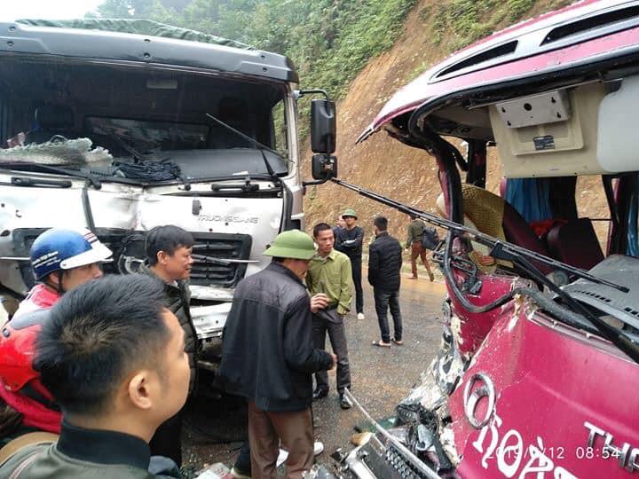 Xe khách 24 chỗ đâm trực diện xe tải, ít nhất 5 người bị thương Ảnh 2