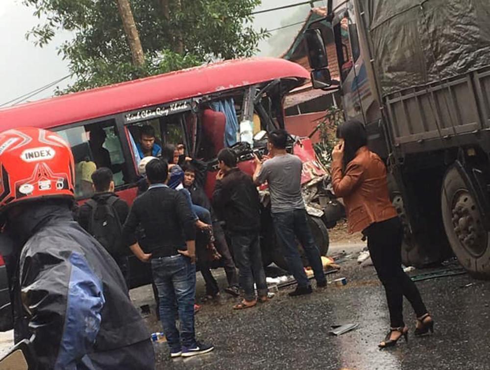 Xe khách 24 chỗ đâm trực diện xe tải, ít nhất 5 người bị thương Ảnh 4