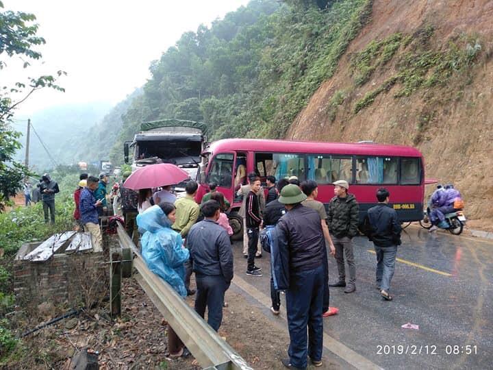 Xe khách 24 chỗ đâm trực diện xe tải, ít nhất 5 người bị thương Ảnh 5
