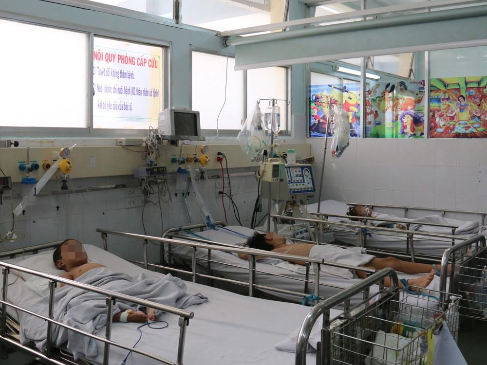 Kiêng đi khám bệnh đầu năm, nhiều trẻ trở nặng mới vào cấp cứu Ảnh 1